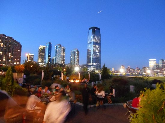 Maritime Parc : Vista de Manhattan anocheciendo