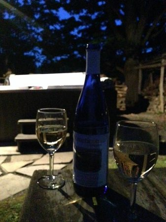 The Inn at Gothic Eves: Wine by jacuzzi, lighted by the stars