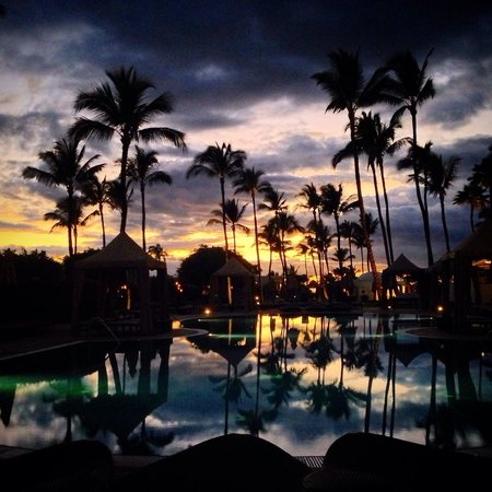 Fairmont Kea Lani, Maui: adult pool sunset