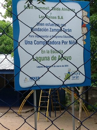 Casa Marimba : Nearby School where the Bus Stops