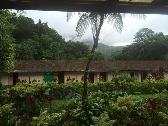 Tabacon Grand Spa Thermal Resort: Arenal volcano with top covered in clouds