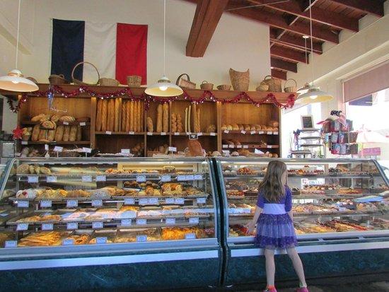 Paris Bakery Cafe: Grande variedade de pães.