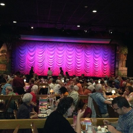 """Dutch Apple Dinner Theatre : Waiting for the curtain to go up on """"The Music Man"""""""