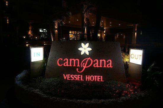 Vessel hotel campana Okinawa: 入り口サイン