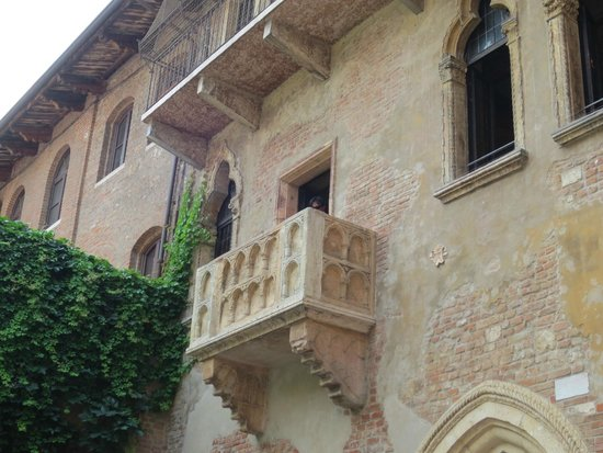 "Casa di Giulietta: ""the"" balcony"