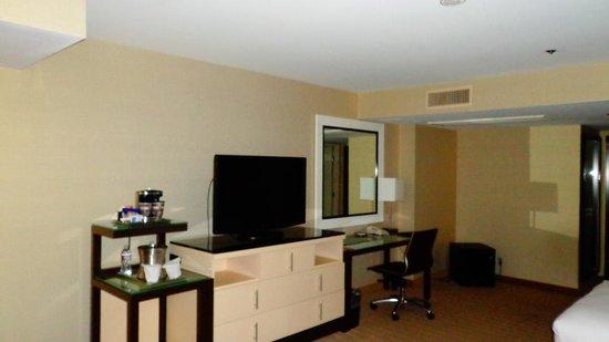 Hilton Los Angeles Airport: Muebles en la habitación