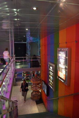 The Shop at NBC Studios : interna piso superior