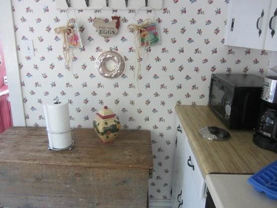 Victorian House : Laura's Suite kitchenette