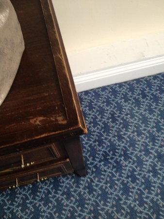Tara Towers Hotel: Furniture worn and grubby. Hotel does not resemble pictures shown on its website in any way.