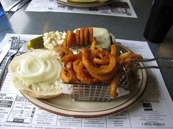 Historic Village Diner: The burgers were perfect. The little basket for the fries was a fabulous touch!