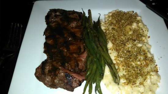 10/09 Kitchen: Flank or flat iron steak with the mac & cheese - YUM!!