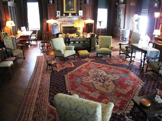 Franklin Delano Roosevelt Home : FDR's favorite room - large and lots of stuff for the family to play with