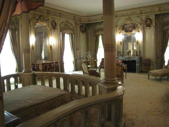 Vanderbilt Mansion National Historic Site: Master Bedroom - just your basic necessities!