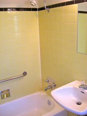 Garrett's Desert Inn: Bathroom