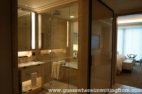 The Langham, Chicago: Luxurious Bathroom