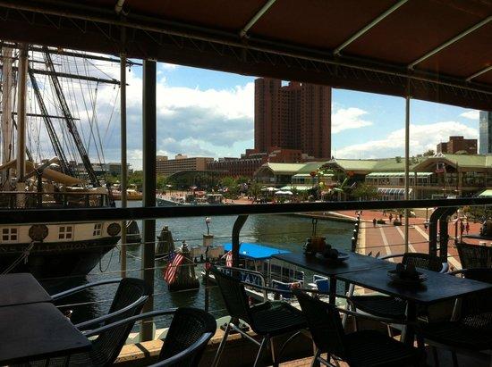 La Tasca - Baltimore: Vista para Inner Harbor e Navio Constellation (1º navio da marinha americana)