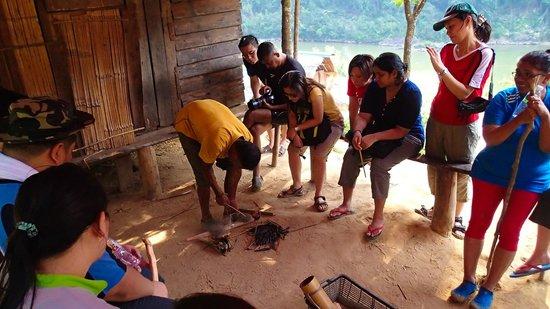 "Mutiara Taman Negara : Fire Starting Demo by ""orang asli"""