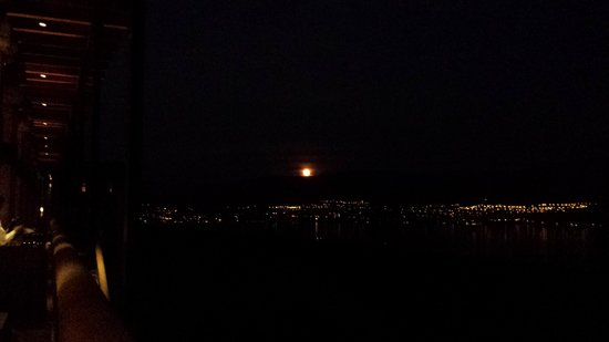 Mission Hill Family Estate Winery: Super Moon