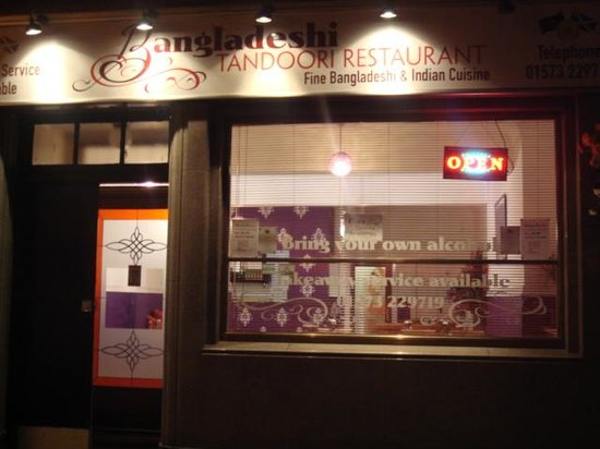 Bangladeshi Tandoori Restaurant: night time out side of restaurant