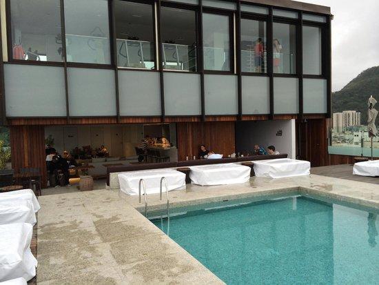 PortoBay Rio Internacional Hotel: Pool and gym above it