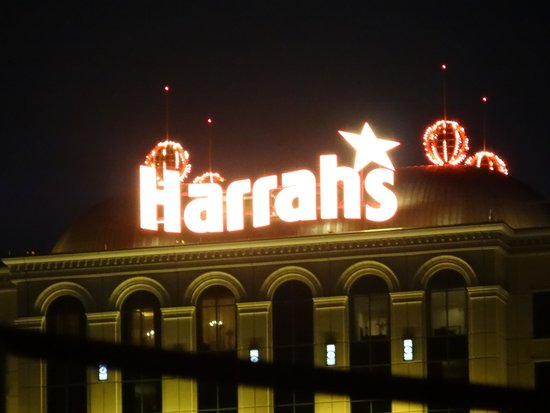 Harrah's New Orleans: You can't miss the bright lights