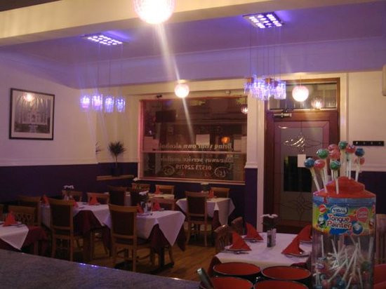 Bangladeshi Tandoori Restaurant: dinned time inside