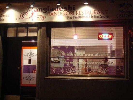 Bangladeshi Tandoori Restaurant: Front of bangladesh tandoori at night time