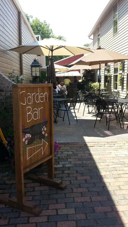 Old Forge Cafe and Creperie: Garden Bar