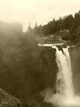Shutter Tours - Day Tours : Snoqualmie Falls