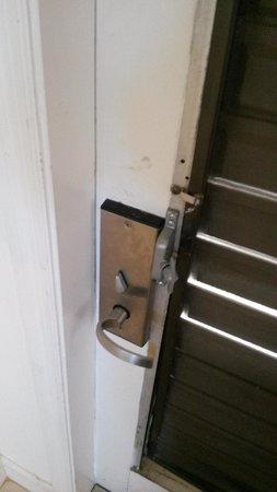 South Seas Island Resort: Door lock defective