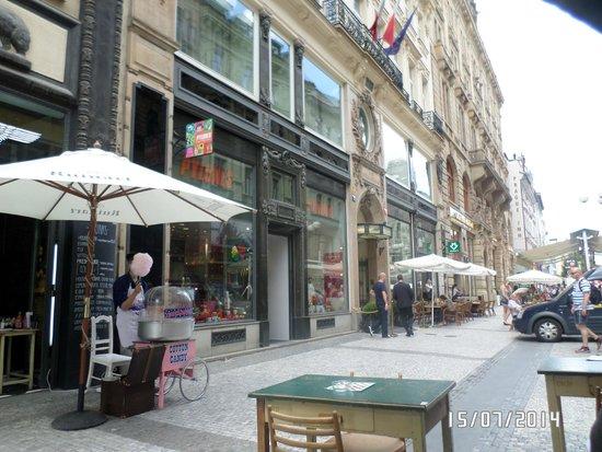 Hotel Liberty: ул. Rijna, вход в отель