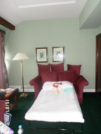 Hotel Liberty: наш номер: гостиная на 1 этаже (и спальное место для ребенка)