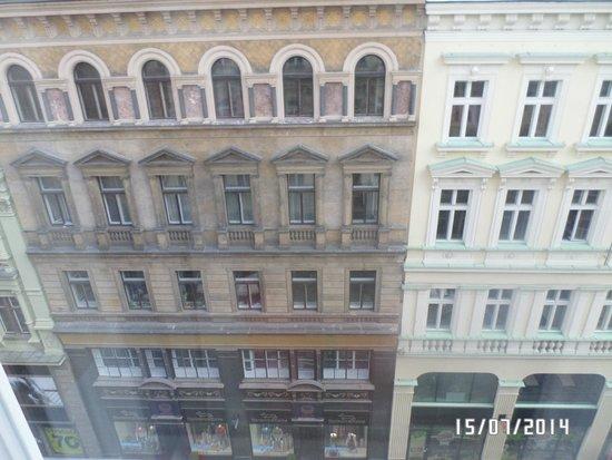 Hotel Liberty: вид из номера на ул. Rijna
