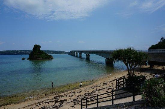 Kori Bridge: 橋手前の駐車場より