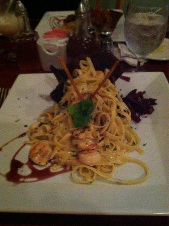 Giovanni's Cafe: Fettuccine & Shrimp...so good