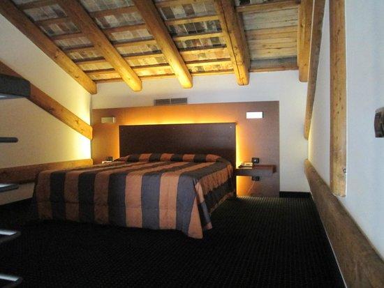 Eurostars Residenza Cannaregio : Upstairs bedroom.  Love the ceiling!