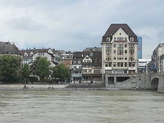 Hotel Basel: Walking Distance to the River