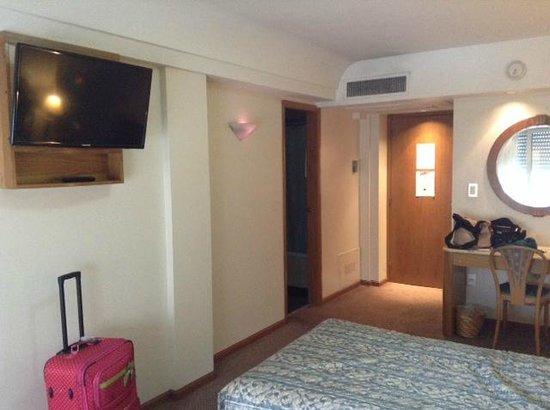 Hotel Plaza del Sol: Televisión plana
