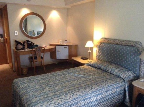 Hotel Plaza del Sol: Habitación con frigobar