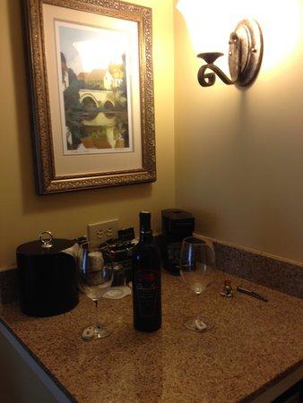Chateau Elan Winery And Resort : mini bar