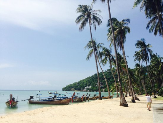 Phi Phi Island Village Beach Resort : PRAIA DO HOTEL