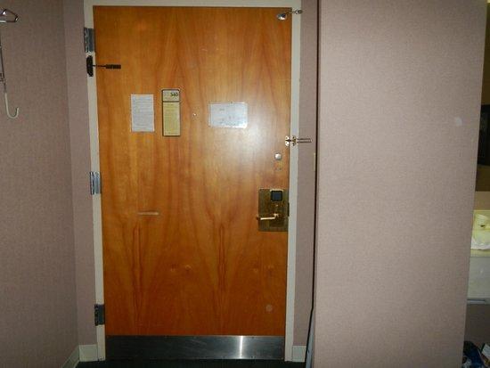 Elkins Inn & Suites: orbs