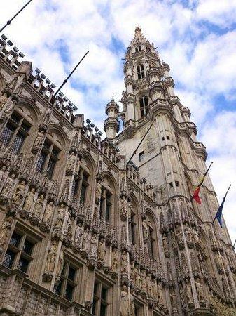 Town Hall (Hotel de Ville): 市庁舎
