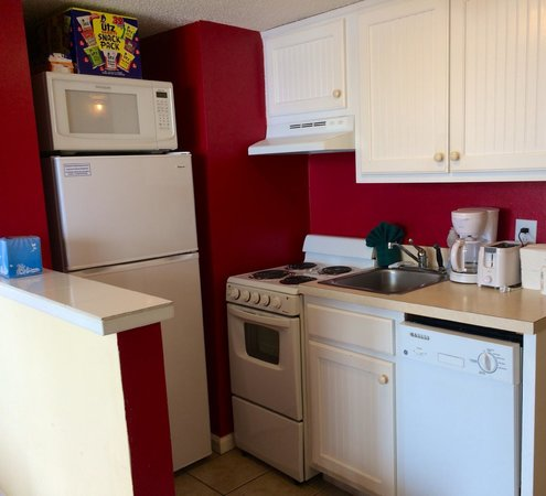 Meridian Plaza: Traditional Oceanview King 1205: Kitchen