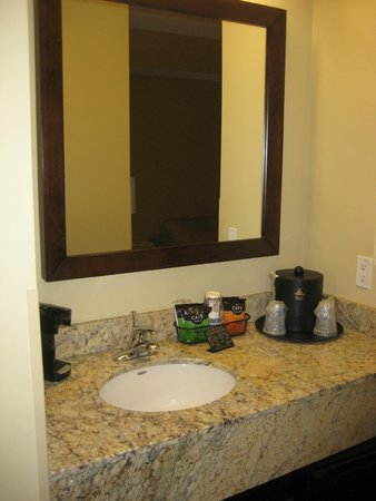 "Best Western Plus Lacey Inn & Suites : Bathroom ""annex"" / Kitchen area - nice!"