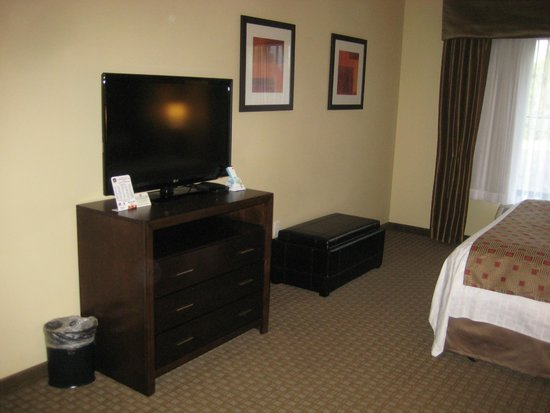 Best Western Plus Lacey Inn & Suites: Good TV, room to move around