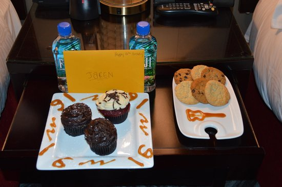 Kimpton Onyx Hotel: Cupcakes, cookies, water and a card for my sons 16th. Thank you!!