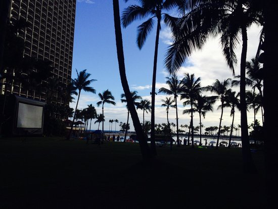 Hilton Hawaiian Village Waikiki Beach Resort: 度假村內有戶外電影