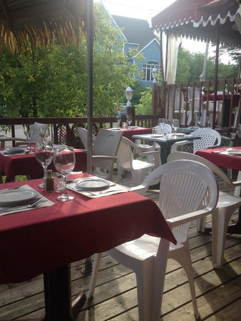 Restaurant Casablanca Francais: If it rains, there are seats inside