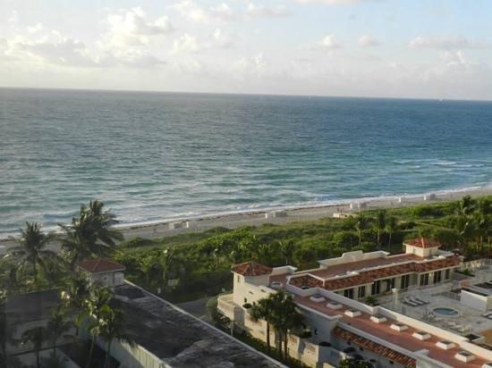 Miami Beach Resort and Spa: vista parcial al oceano
